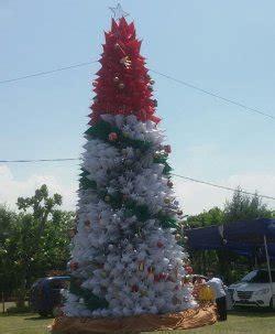 membuat pohon natal dari botol plastik semarang replika pohon natal terbuat dari 1 000 payung