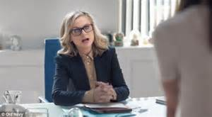 old navy commercial actress pants amy poehler lands starring role in old navy ad daily