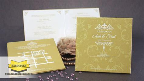 desain undangan pernikahan warna gold undangan hardcover warna gold panduan nikah