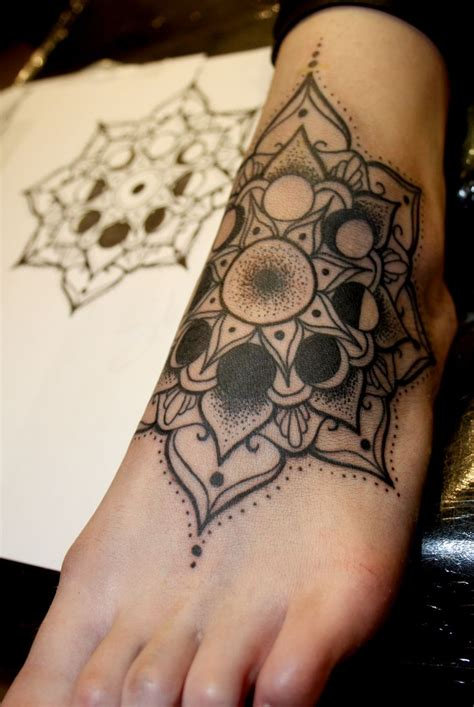 tattoo mandala pie 25 best ideas about mandala foot tattoo en pinterest