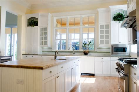 kitchen cabinets with windows 32 spectacular white kitchens with honey and light wood
