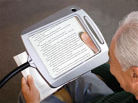lighted magnifying glass for macular degeneration reading magnifier and lighted page magnifier for