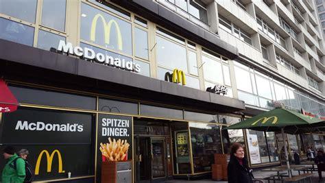 Zoologischer Garten Fast Food by Garten Stock Footage