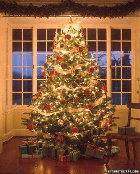 arboles de navidad decorados en rojo y dorado tips