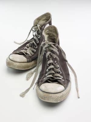 geruch aus teppich entfernen geruch aus muffeligen sportschuhen entfernen