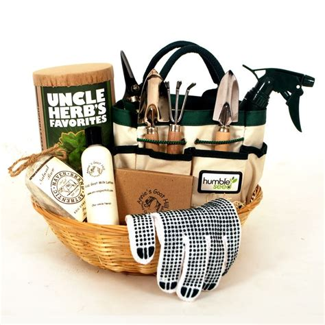 gift ideas for chefs 25 best ideas about chef gift basket on pinterest men