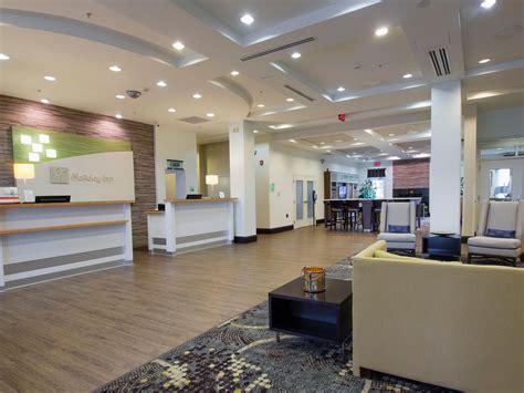 comfort inn bloomington il holiday inn hotel suites bloomington airport hotel by ihg
