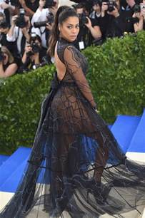 la la flaunts newfound independence on met gala carpet