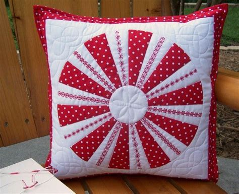 Patchwork Pillowcase Pattern - a modern variation of the dresden plate patchwork pattern