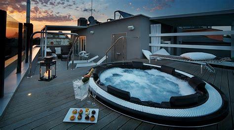 motel con idromassaggio in hotel con sul tetto