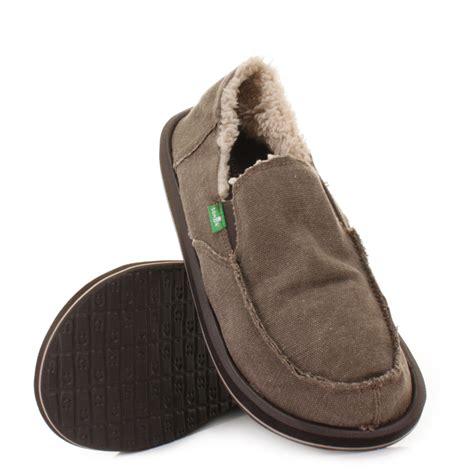 sanuk slippers mens mens sanuk vagabond chill brown canvas fleece lined