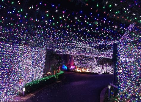 largest christmas lights displays photos family claim guinness world record for light display with 502 165 flickering bulbs