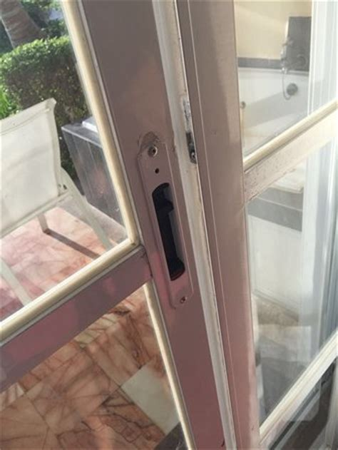 Back Door Lock Broken broken back door lock leading to pool изображение hotel