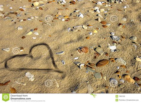 sabbia bagnata cuore sulla sabbia bagnata fotografie stock immagine