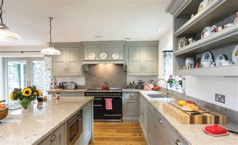 painted shaker style kitchen cabinets 8 shaker style kitchens homebuilding renovating