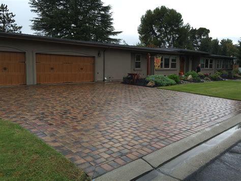 cutting patio pavers pavers cutting edge pavers
