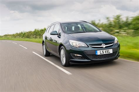 vauxhall astra estate pictures carbuyer