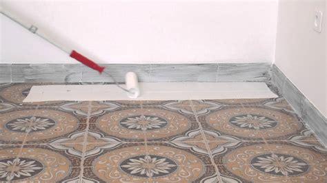 vernice per piastrelle atriafloor primer applicazione su piastrelle