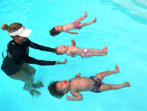 teaching baby to swim in bathtub teaching baby to swim in bathtub 28 images aqua tot survival swim home learn to