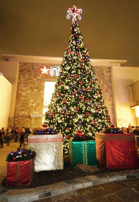 domain austin christmas tree lighting austin texas domain s annual lighting of the great tree