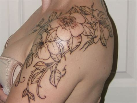elegant tattoo on shoulder 25 elegant shoulder tattoo for women 187 tattoo ideas