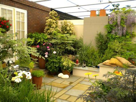 tanaman hias  halaman depan rumah model minimalis