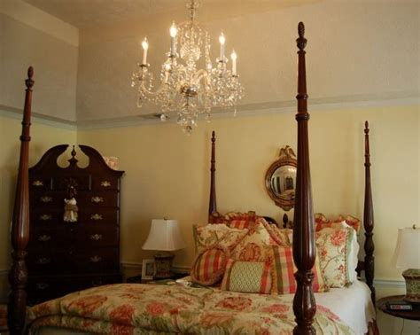 chandeliers in bedrooms 1000 ideas about bedroom chandeliers on