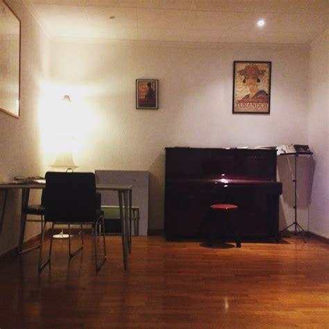 busco habitacion en barcelona para alquilar habitacion en hermoso piso con piano para chica alquiler