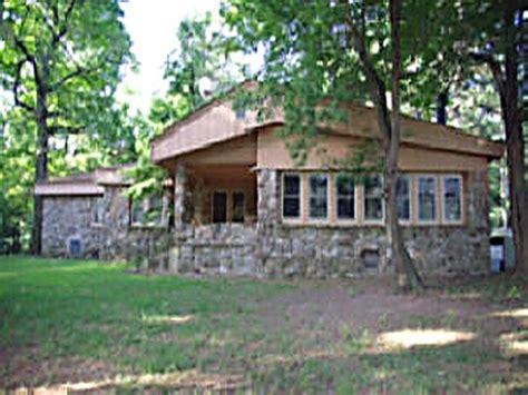 Cabins In Mena Arkansas by Vacationrentals411 Mena Arkansas Richmountain Log