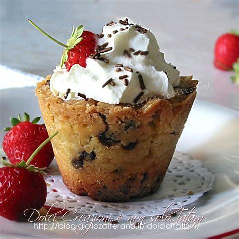 bicchieri di bicchieri di biscotto e frutta ricetta dolce