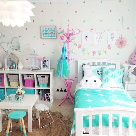 ideas for 23 year old girls bedroom 3quarter bed want the look of wallpaper on a budget and totally removable check out the awesome