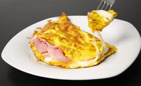 cucinare omelette omelette prosciutto e formaggio mastercheffa