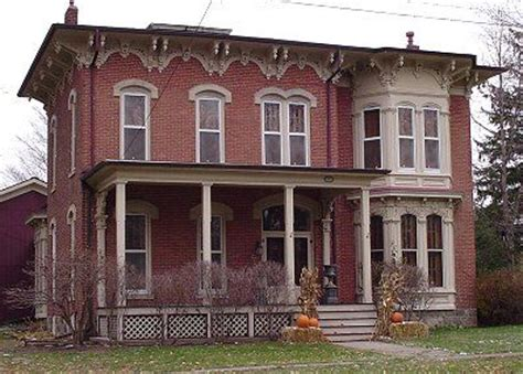italianate style house architecture moldings and bricks on