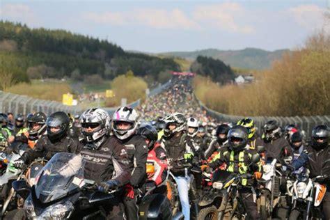 Motorrad Anlassen Frankfurt by N 252 Rburgring Er 246 Ffnet Mit Anlassen Die Motorradsaison