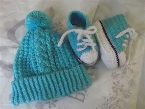 porta fan bebe tejido al crochet chompita gorrita y escarpines tejidos a mano para bebe