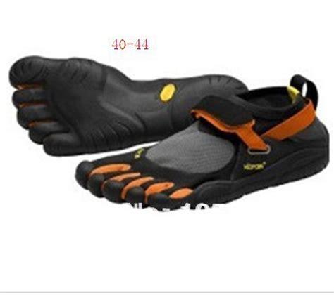 rock climbing toe shoes new fashion style finger toe shoes rock climbing equipment