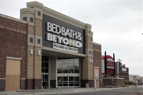 bed barh and betond bed bath beyond coupons are squeezing the company s
