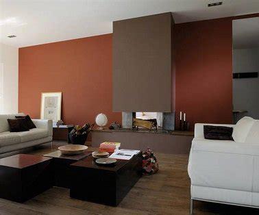 Ordinaire Couleur Chaleureuse Pour Salon #4: camaieu-de-brun-et-orange-pour-rechauffer-le-salon.jpeg