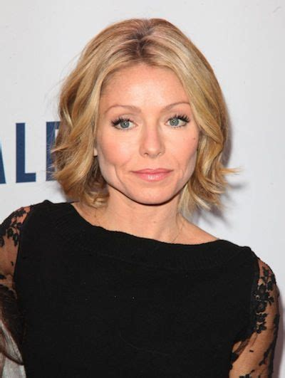 kelly ripa s wave hairstle 50 best hairstyles for women over 40 herinterest com