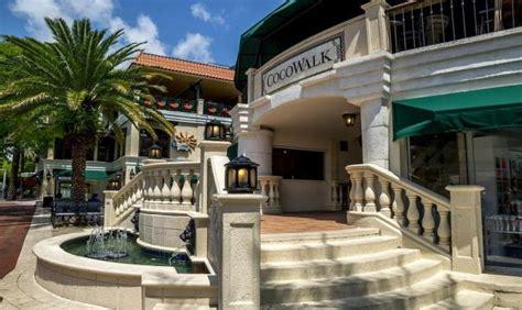 Cocowalk Parking Garage by Cocowalk Miami Shopping