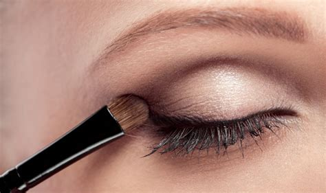 Eyeshadow Hacks eyeshadow tips for beginners how to choose and apply eyeshadow the right way india