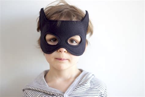 html format mask lots and lots of fun batman crafts to make everyday parties