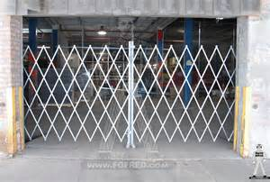 expandable gate protection and loss prevention with expandable security