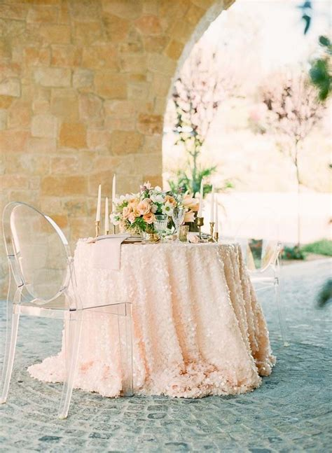10 Tablecloths and Table Runners we Love
