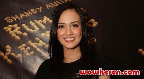 film horor terbaru shandy aulia shandy aulia main film horor rumah kentang meski penakut