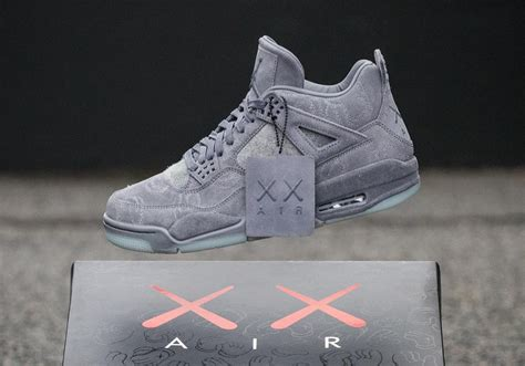 Sepatu Basket Air 4 X Kaws Gray air 4 iv retro kaws grise notre avis