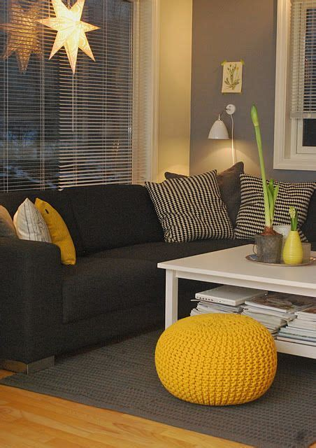 what colors go with yellow love the gray wall color goes well with the black couch
