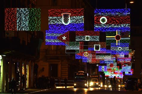 italy christmas light feature
