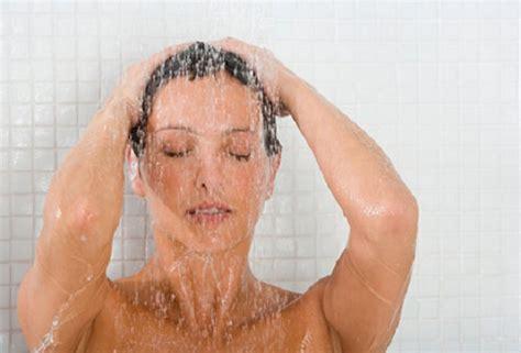 donna in doccia gravidanza i pro e i contro di doccia e bagno bambini e