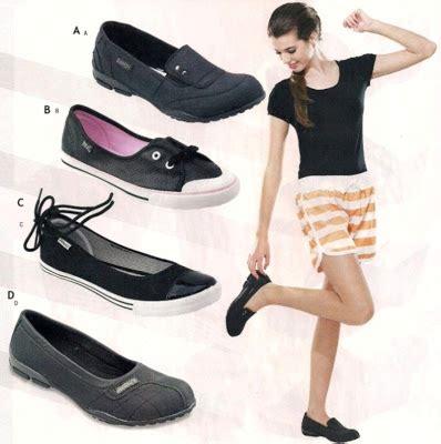 T Sepatu Sandal Wedges Hitam Wanita Santai Kerja Kantor Pesta siti saudah s september 2012